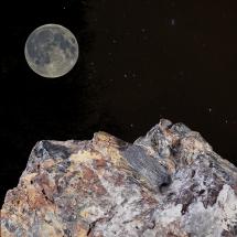 Sterne mit Gebirge und Mond